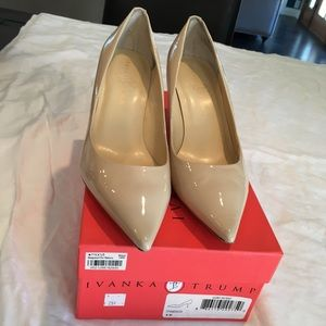 Nude patent leather pumps Size: 8